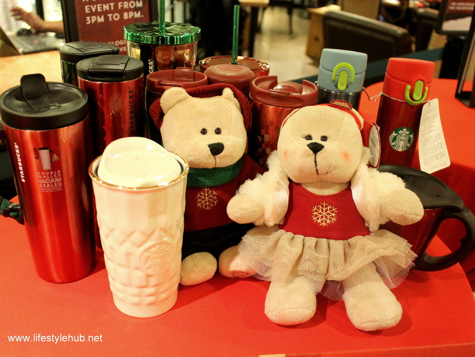 starbucks christmas cakes and items