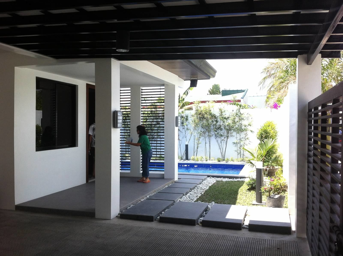SOLD! House Angeles City Timog Park with pool Ref# 0000667