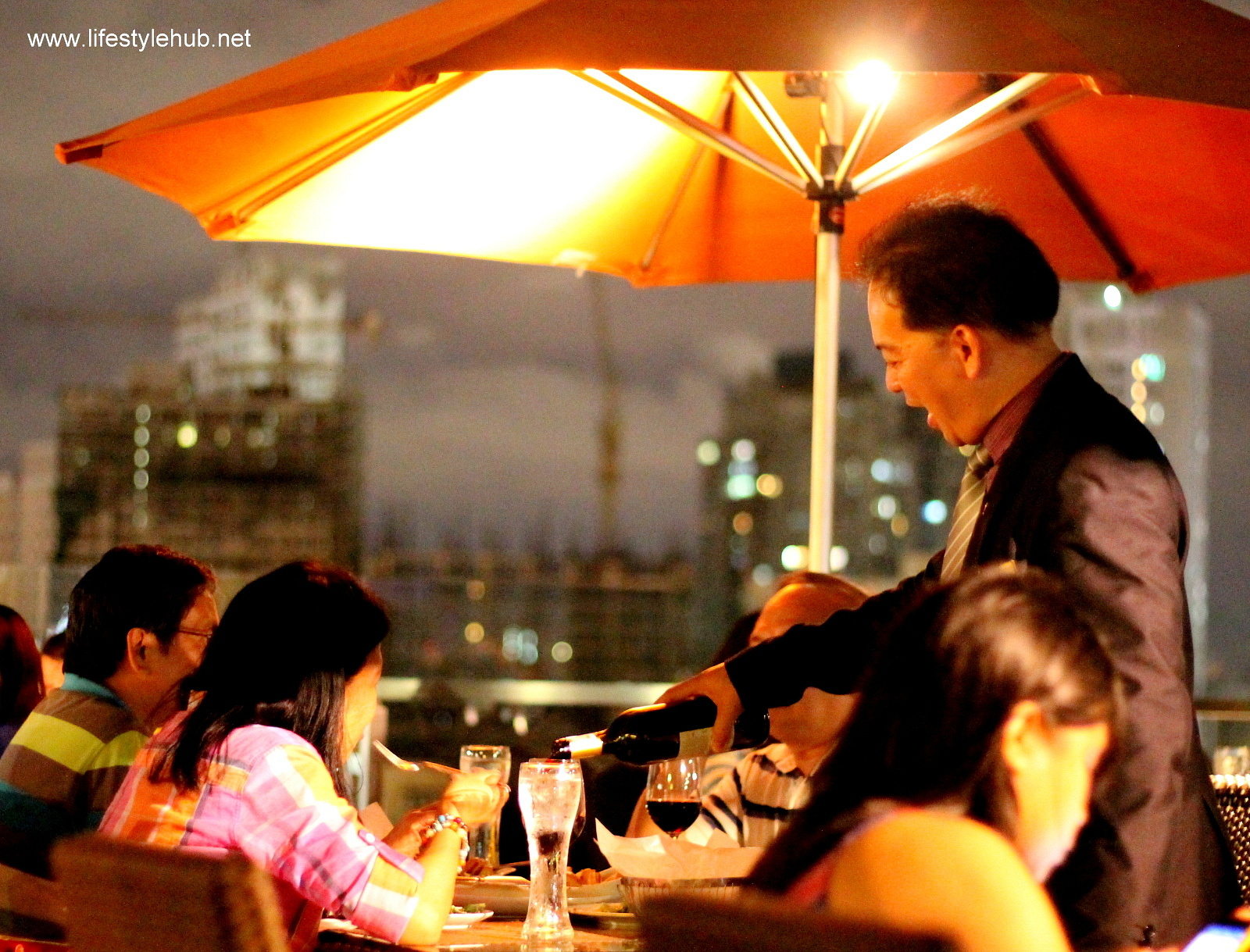 sky deck view bar at the bayleaf hotel intramuros
